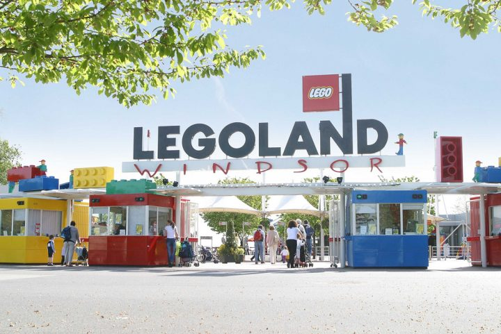 "<span class=""hot"">Hot <i class=""fa fa-bolt""></i></span> Legoland holiday offer: Legoland holiday £99 for a family of 4"