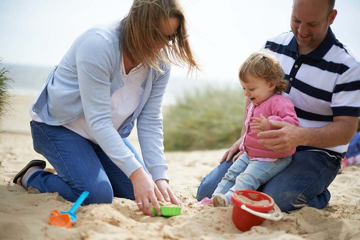 """<span class=""""hot"""">Hot <i class=""""fa fa-bolt""""></i></span> The best Baby and Toddler Friendly Holidays in the UK"""