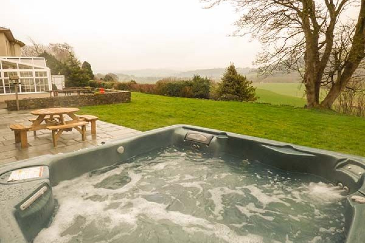 Cottages with hot tubs special offers