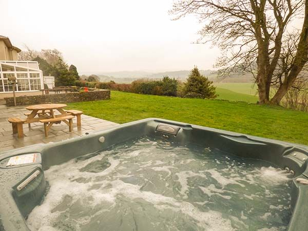 Cottage with Hot Tub