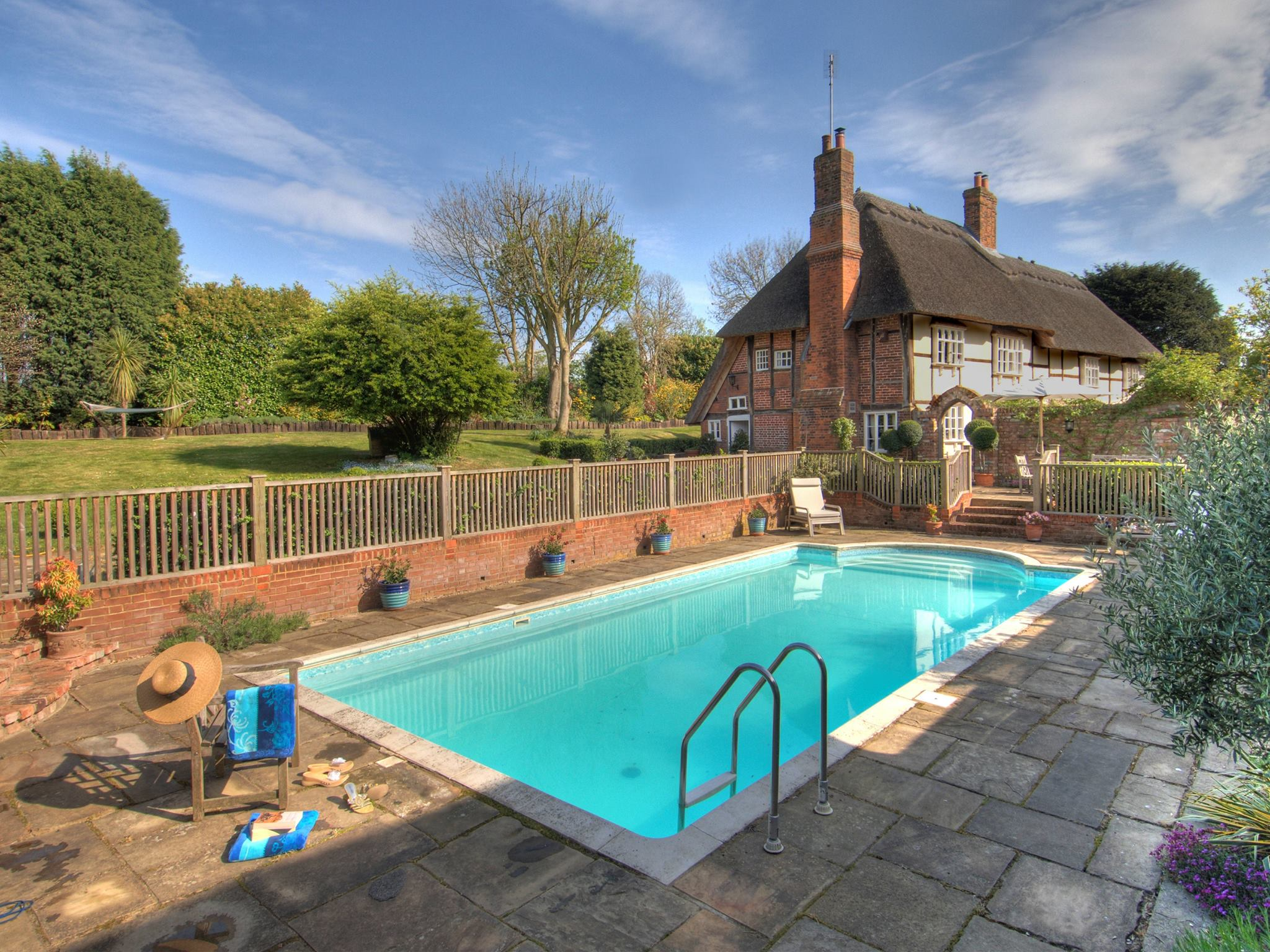 Swimming Pool Specials : Cottages with swimming pools special offers toddlerbreaks